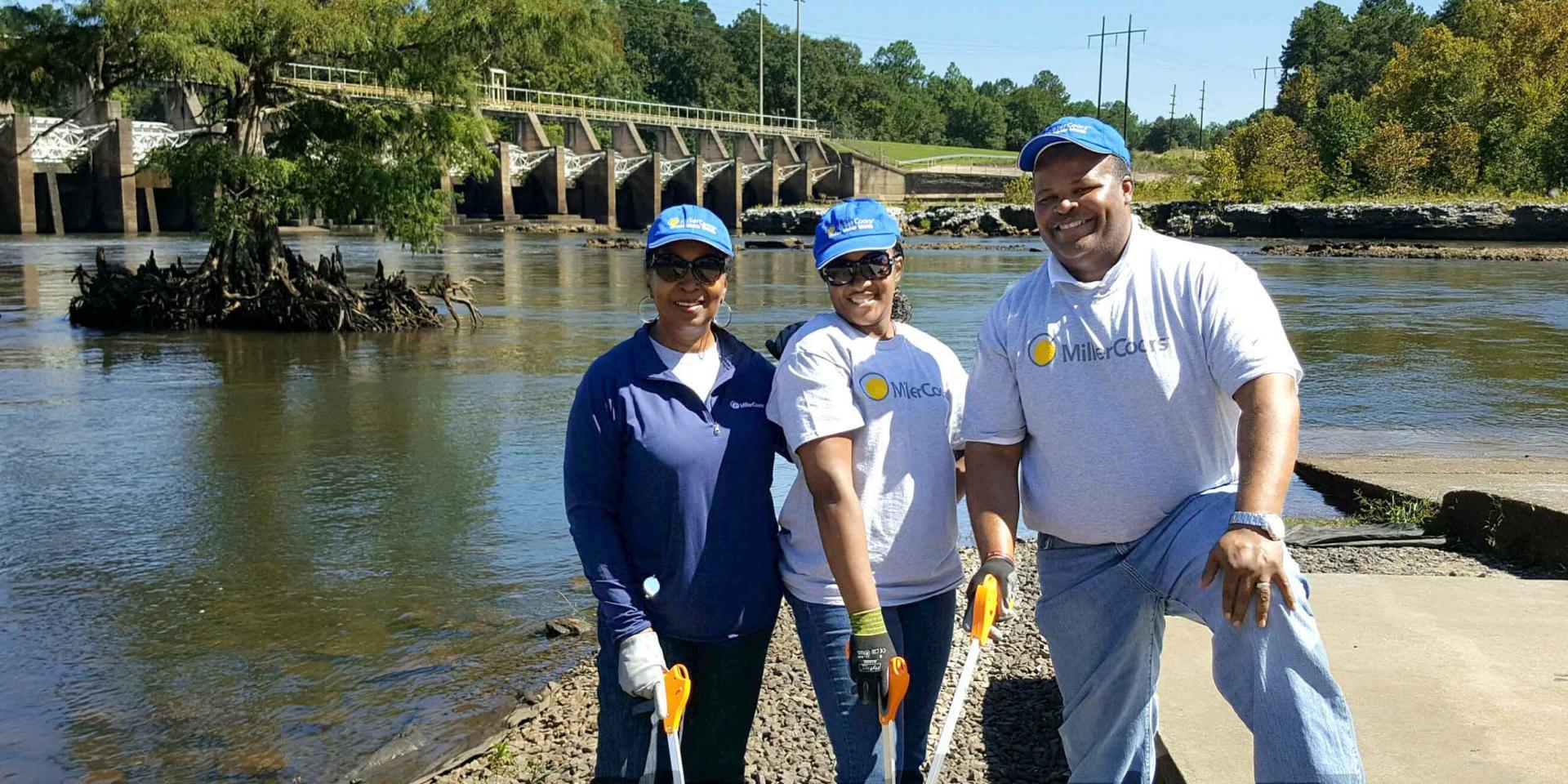 Miller coors volunteers at river
